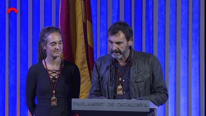[VÍDEO] Òscar Camps i Carola Rackete reben la Medalla d'Honor del Parlament de Catalunya per la seva tasca humanitària